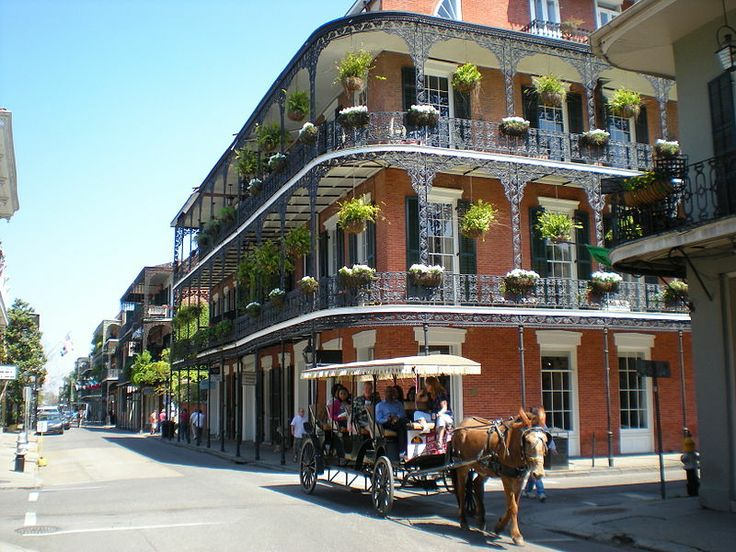 New Orleans balconies (photo by Sami99tr, Wikimedia, CC-BY-SA 3.0, Wikimedia Commons)