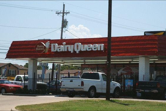 Where Skip stops to get chili dogs for their picnic (public domain)